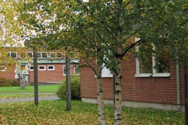Школа Ostlyckeskolan