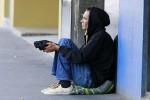 Туристы из Швеции попрошайничают на улицах Австралии