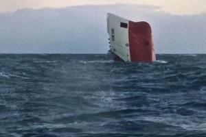 Опрокинувшееся судно «Cemfjord»