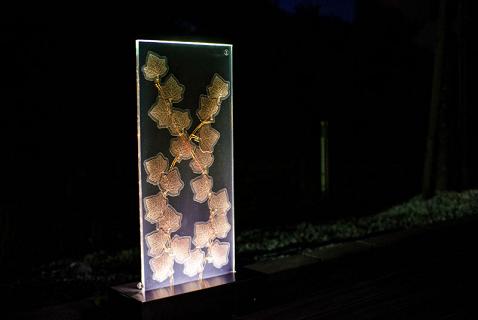 Полимерная солнечная батарея в форме листьев дерева
