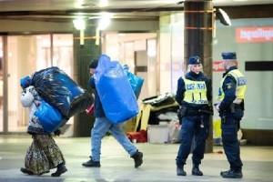 Полиция Стокгольма прогоняет бездомных с городской площади