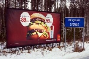 Рекламный щит Макдоналдс на въезде в Стокгольм