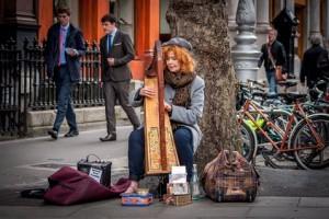 Музыкант на улице Дублина