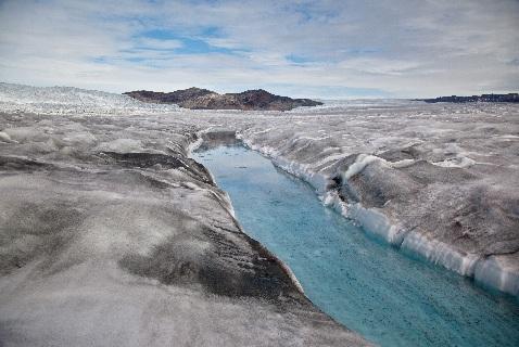 Ледники Гренландии не только тают, но и меняются в цвете