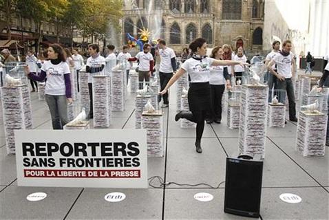 Акция «Репортеров без границ» в Париже