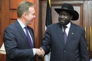 Министр иностранных дел Норвегии Бёрге Бренде и президент Южного Судана Салва Киир после переговоров в мае 2014