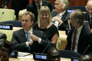 Министр иностранных дел Норвегии Берге Бренде и коллеги на заседании ООН