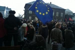 Сторонники вступления Исландии в Евросоюз на митинге в Рейкъявике, февраль 2014 г.