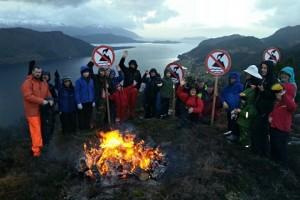 Экологи на берегу фьорда Фёрде