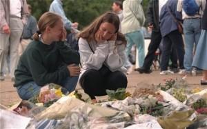 Скорбь, охватившую жителей Британии после смерти принцессы Дианы, журналисты окрестили «синдромом принцессы Дианы»