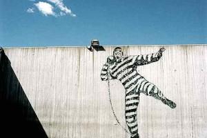 Граффити во дворе тюрьмы Халден