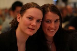 Ханне Мария Педерсен-Эриксен (справа) со своей подругой