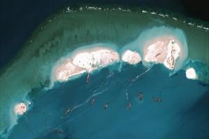 Китайские суда намывают остров на «Озорном рифе» вблизи Филиппин