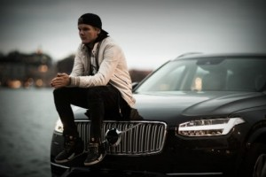 "Кадр из видео ""Feeling Good"". Avicii и Volvo"