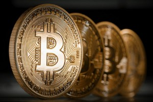Это — биткоин: им торгуют на бирже. А о биткойнах фантазируют лишь воспаленные умы и Википедия