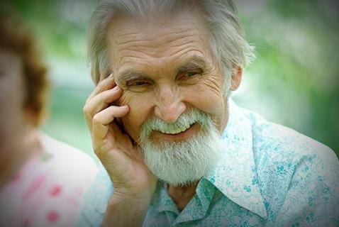 Наверняка этот веселый дедушка не курит и не пьет кофе литрами