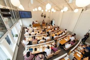 Скромный парламент Гренландии