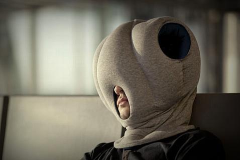 Всего 99 долларов за такую подушку, и можно спать в любом месте и заодно утроить риск инсульта