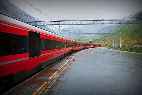 Красный норвежский поезд