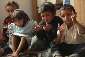 Маленькие цыгане считают свои пальцы на дошкольных занятиях
