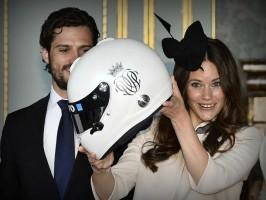 Мотоциклетный шлем в подарок принцу Карлу Филиппу