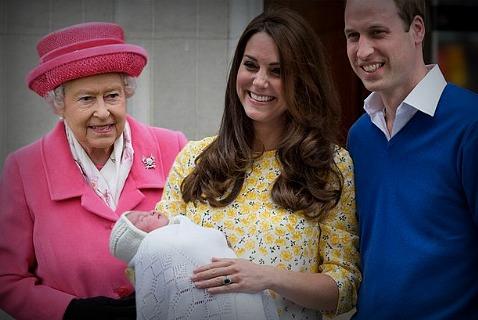 Счастливые родители и бабушка принцессы Шарлотты Элизабет Дианы