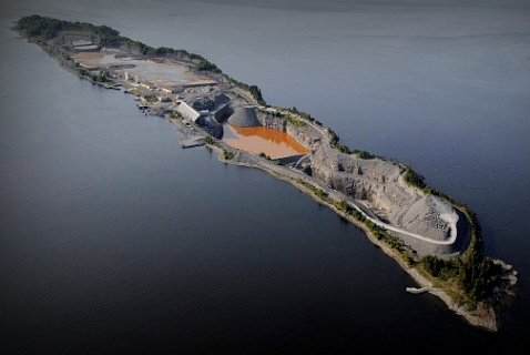 Свалка токсичных отходов рядом с третьим по величине норвежским островом Лангёйя
