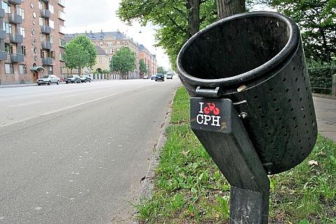 Мусорный бак на улице Копенгагена