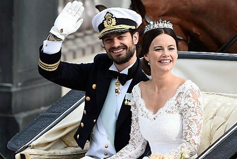 Счастливые молодожены принц Карл Филипп и София Хеллквист