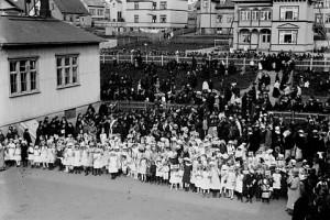 Датские женщины приветствуют Конституцию 1915 г.