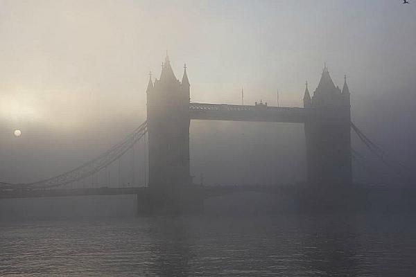 Смог над Темзой в Лондоне (фото)
