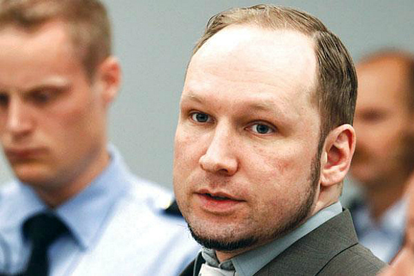 Андерс Беринг Брейвик в зале суда (фото)