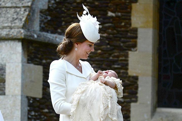 Принцесса Шарлотта была одета в то же платье, что и ее старший брат во время своего крещения