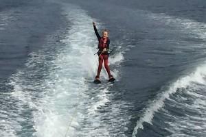 13-летний экстремал пересек пролив из Норвегии в Данию на водных лыжах фото