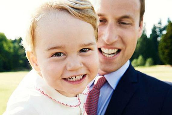 Принц Джордж на руках своего отца (фото)
