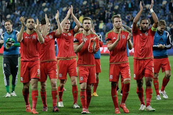Сборная Уэльса по футболу фото