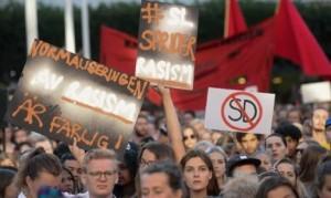 Жители Стокгольма на демонстрации против расистской рекламы