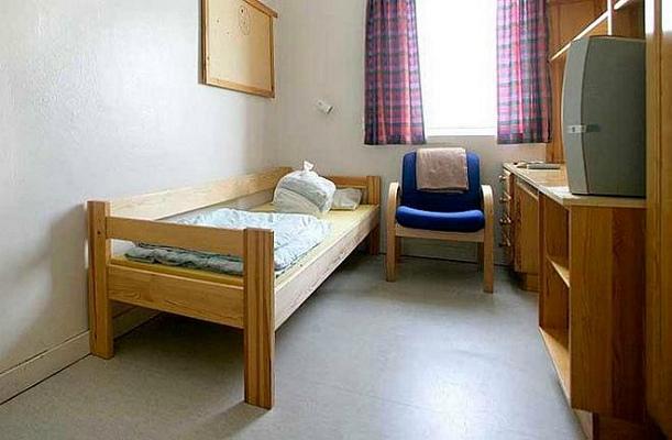 Аскетичная камера в норвежской тюрьме (фото)