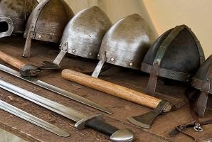 Учебные пособия школы викингов - мечи, топоры и шлемы