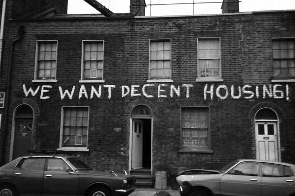 «Мы хотим приличное жилье». Надпись на одном из домов в Лондоне