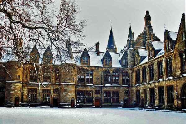 Университет Глазго зимой