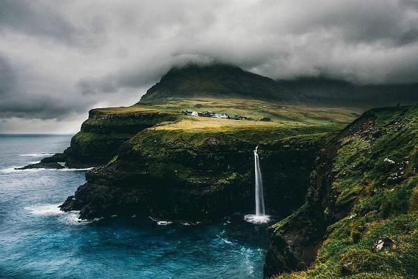 Летом на Фарерских островах очень мало ветра, поэтому производство электроэнергии в этот период довольно затруднительно