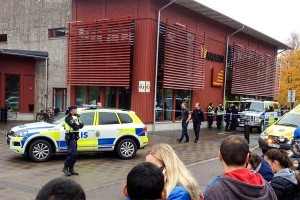 Полиция около школы Kronan