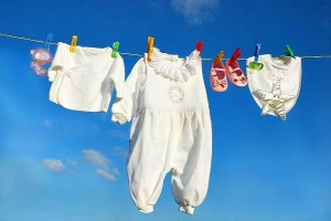 Детская одежда на солнце