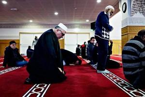 Мусульмане в одной из мечетей Копенгагена