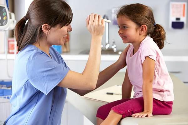 Бесплатная медицина для ирландских детей: предвыборные уловки или благие намерения?