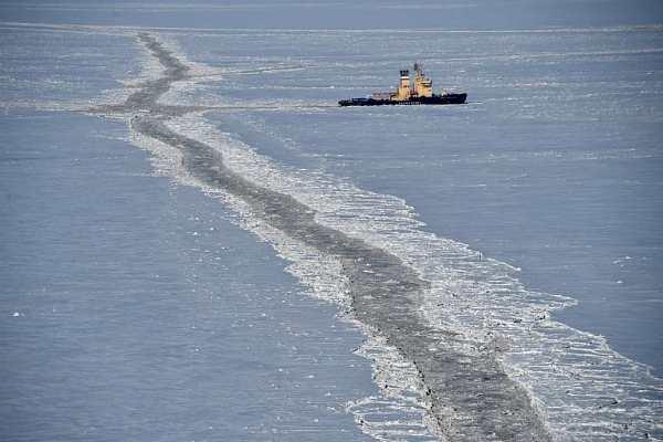 Российский ледокол в Карском море вблизи Южно-Тамбейского газового месторождения