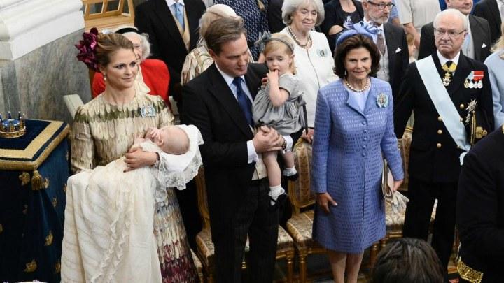 Принцесса Мадлен с принцем Николасом, ее муж Кристофер О'Нил с принцессой Леонор, королева Сильвия и король Карл XVI Густав (фото: wpxi.com)