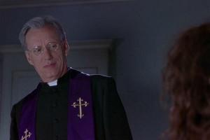 Если вы желаете немного экзорцизма, то вызывайте Джеймса Вудса (кадр из фильма «Очень страшное кино 2»)