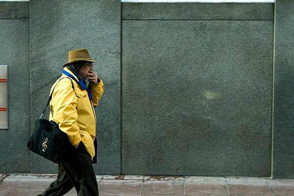 Курильщик на улице